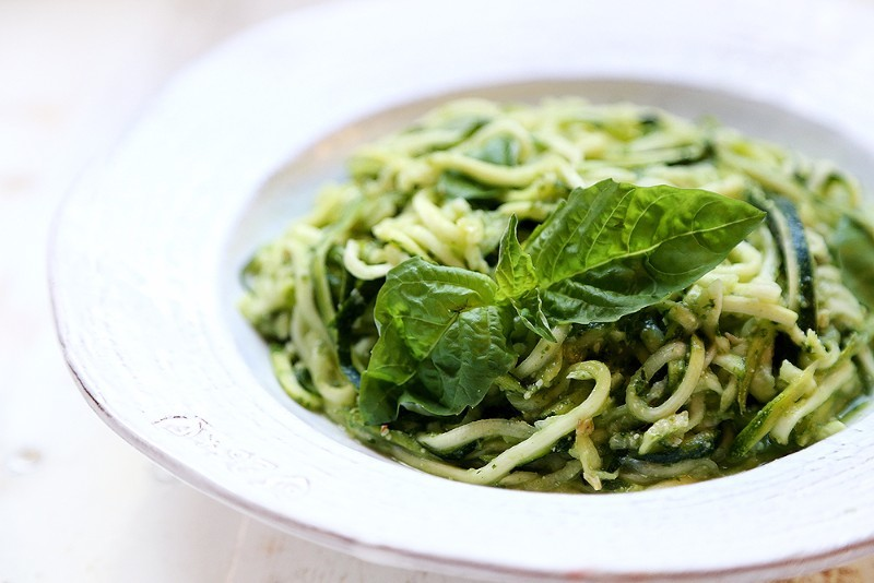 Raw_Vegan_Zucchini_Pasta_Pesto_Recipe_001
