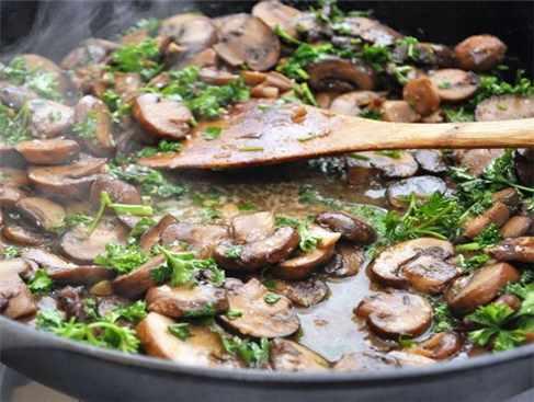 ciuperci a la grecque