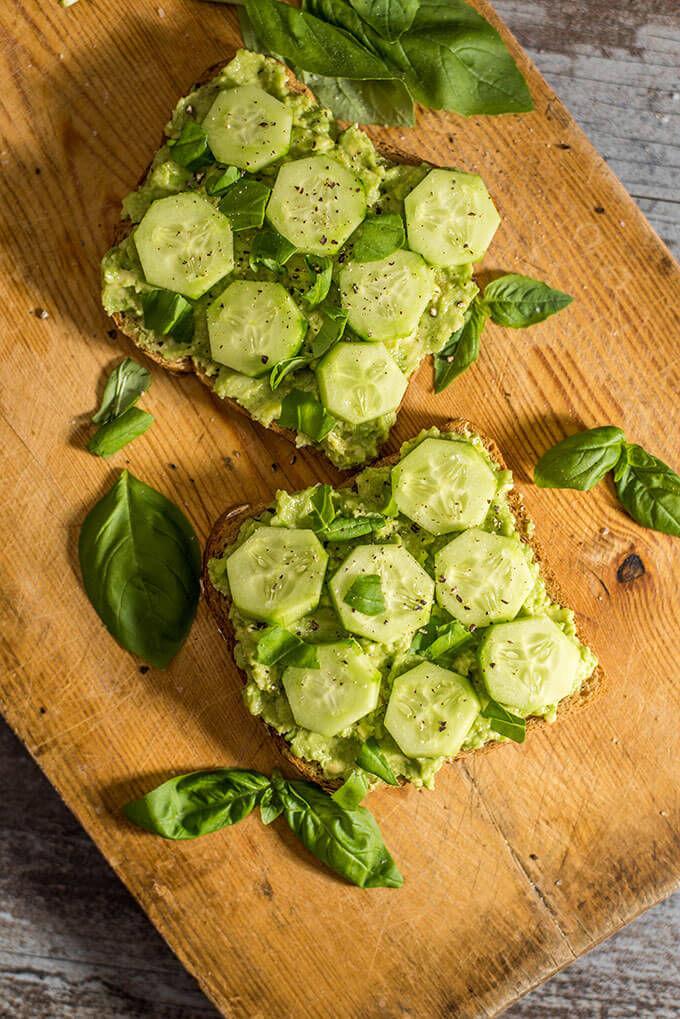 D15/MD – Pâine prăjită cu avocado şi castraveţi